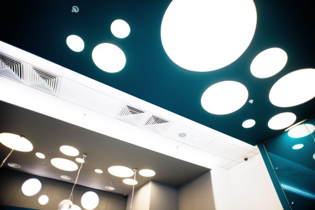 Фото интерьера банка Зенит. Общий зал, освещение 2
